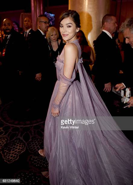 Actress Hailee Steinfeld attends the 74th Annual Golden Globe Awards at The Beverly Hilton Hotel on January 8, 2017 in Beverly Hills, California.