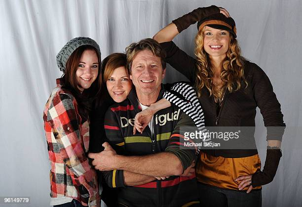 Actress Haley Ramm actress Melinda McGraw actor Brett Cullen actress Ellen Hollman poses at the House of Hype portrait studio on January 24 2010 in...