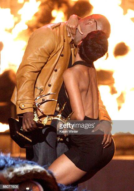 Actress Halle Berry accepts the Decade of Hottness award from actor Jamie Foxx onstage at Spike TV's 2009 Guys Choice Awards held at the Sony Studios...
