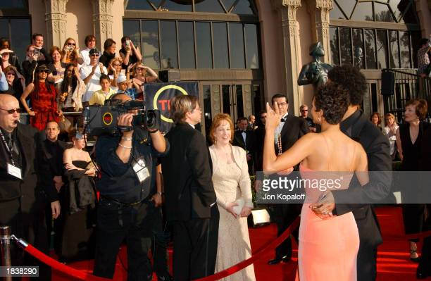 Actress Halle Berry and husband, musician Eric Benet, wave to fans at the 9th Annual Screen Actors Guild Awards at the Shrine Auditorium on March 9,...