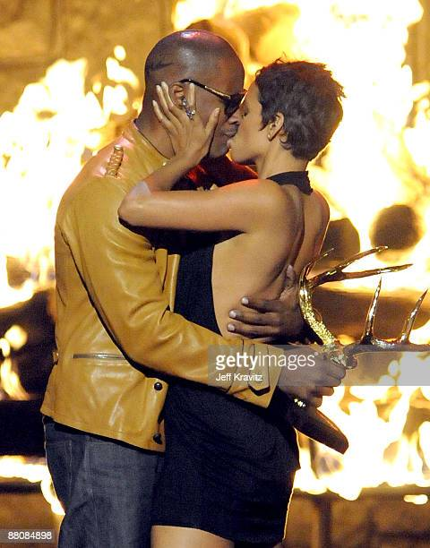 Actress Halle Berry and Jamie Foxx onstage at Spike TV's 2009 Guys Choice Awards held at the Sony Studios on May 30 2009 in Los Angeles California