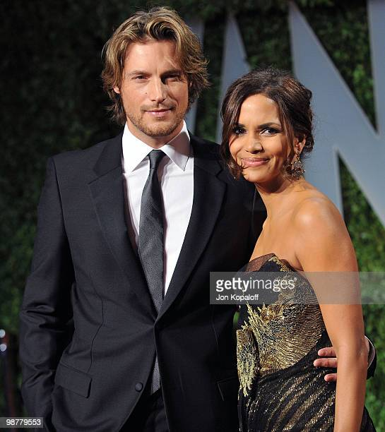 Actress Halle Berry and model Gabriel Aubry arrive at the 2009 Vanity Fair Oscar Party at the Sunset Tower on February 22, 2009 in West Hollywood,...