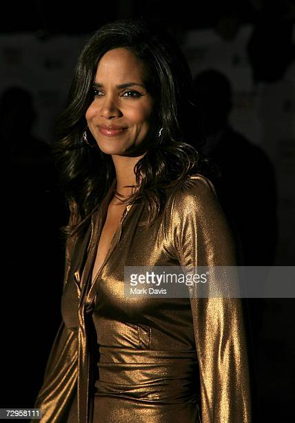 Actress Halle Berry arrives at the 33rd Annual People's Choice Awards held at the Shrine Auditorium on January 9 2007 in Los Angeles California