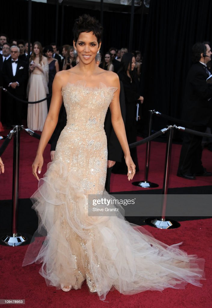 Actress Halle Berry arrives at the 83rd Annual Academy Awards held at the Kodak Theatre on February 27, 2011 in Hollywood, California.