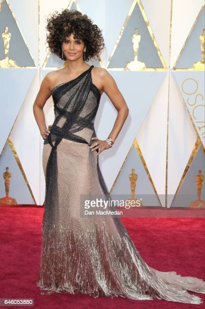 Actress Halle Berry arrives at the 89th Annual Academy Awards at Hollywood Highland Center on February 26 2017 in Hollywood California