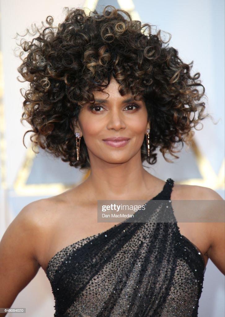 89th Annual Academy Awards - Arrivals : News Photo
