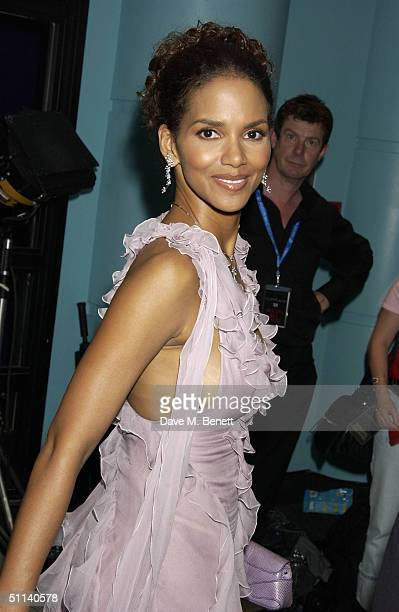 """Actress Halle Berry arrives at the European Premiere of """"Catwoman"""" at Vue Leicester Square August 3, 2004 in London, England."""