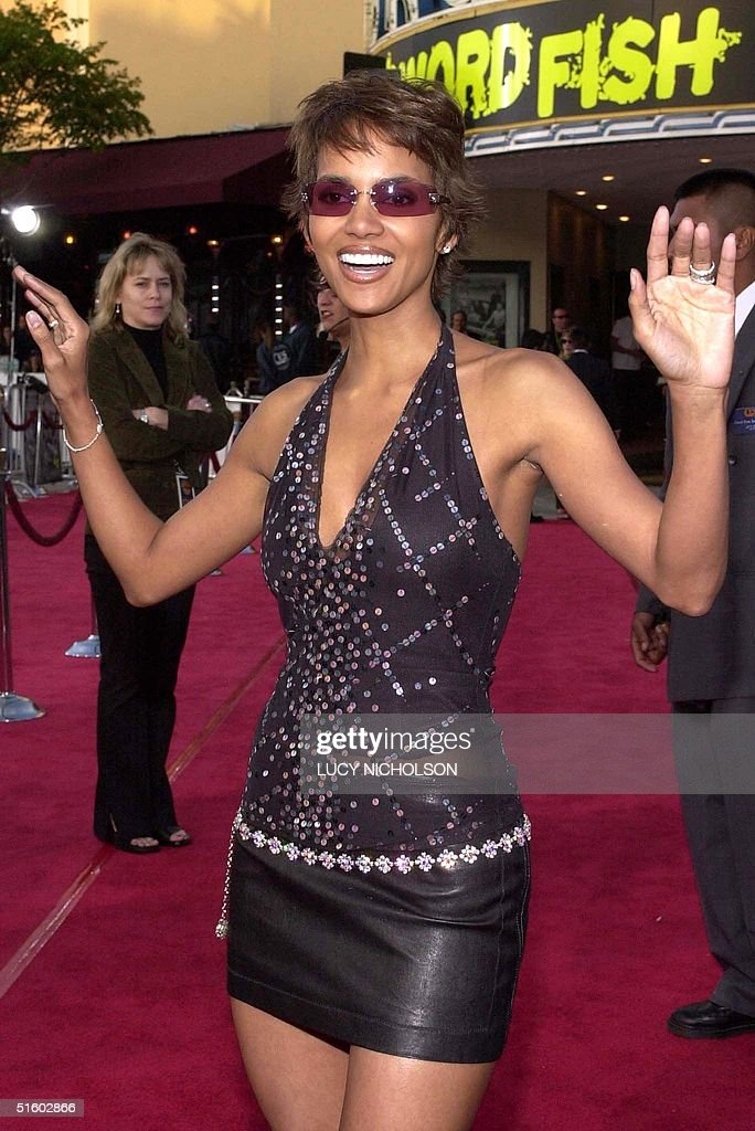 US actress Halle Berry arrives at the premiere of : News Photo