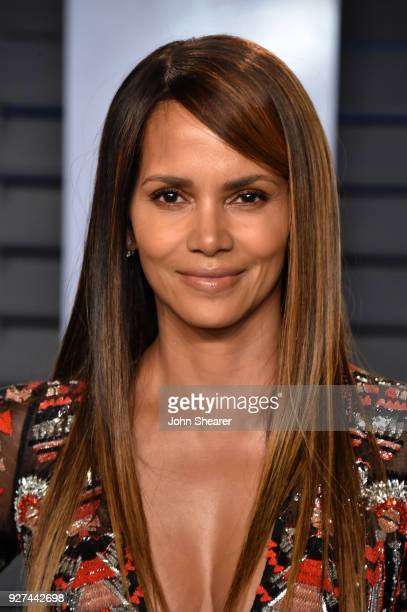 Actress Halle Berry attends the 2018 Vanity Fair Oscar Party hosted by Radhika Jones at Wallis Annenberg Center for the Performing Arts on March 4...