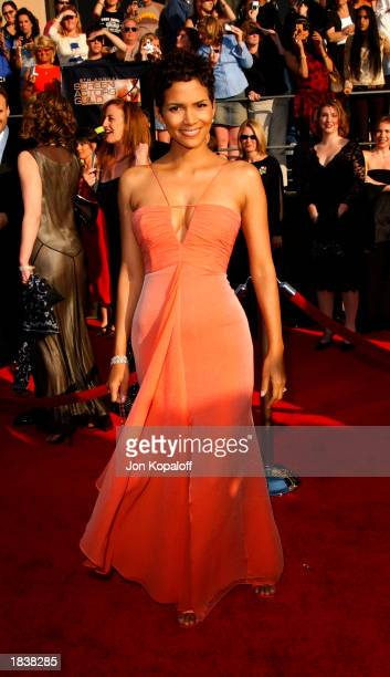 Actress Halle Berry attends the 9th Annual Screen Actors Guild Awards at the Shrine Auditorium on March 9, 2003 in Los Angeles, California.