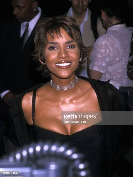 Actress Halle Berry attends the Swordfish New York City Premiere on May 11 2001 at Ziegfeld Theater in New York City