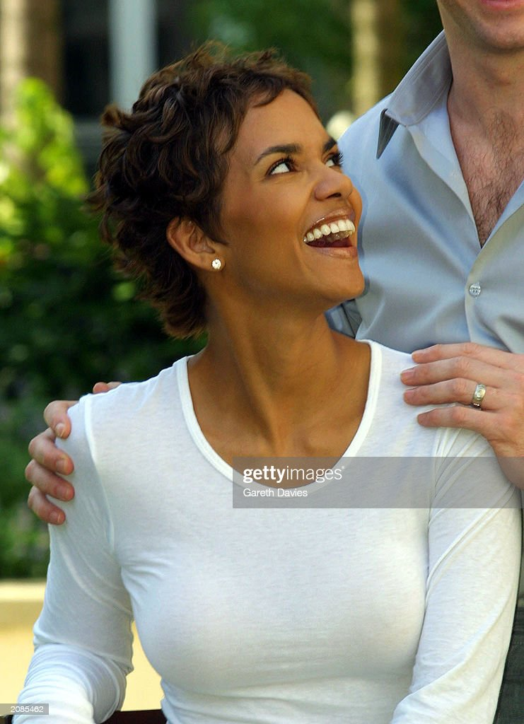 Halle Berry at a photocall for Swordfish : News Photo