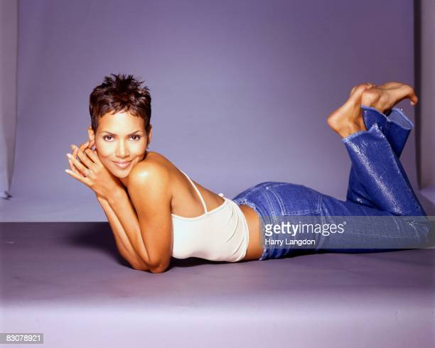 Actress Halle Berry poses for a portrait on June 26, 2000 in Los Angeles, California.