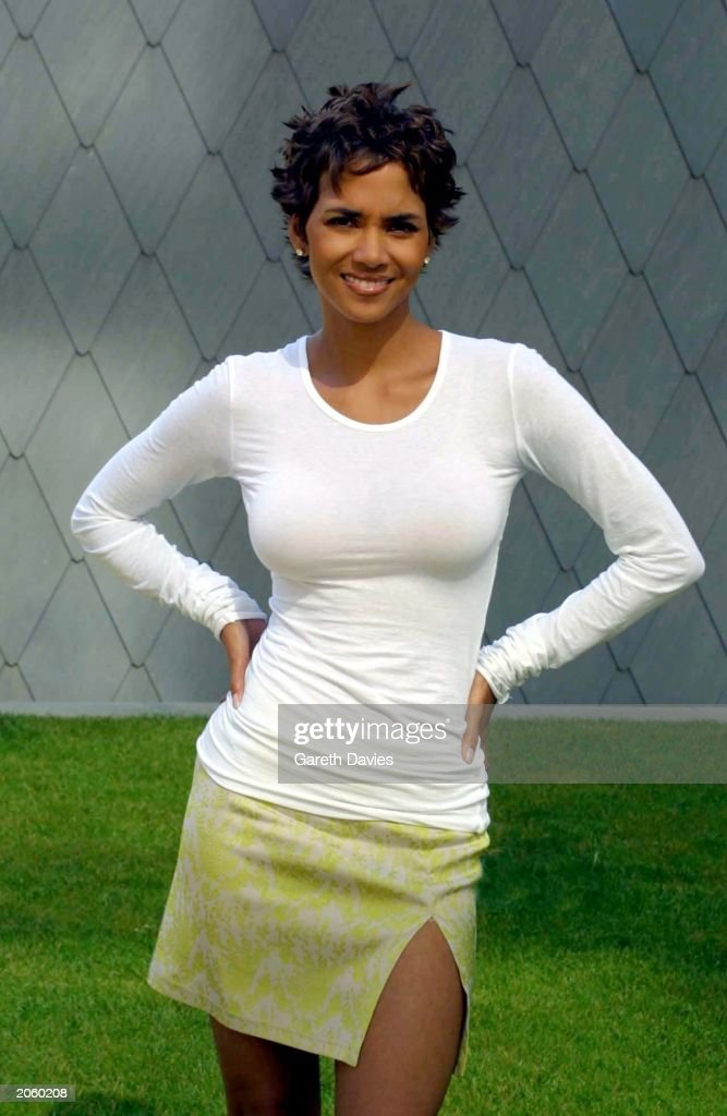 Halle Berry at a photocall for her new film Swordfish : News Photo