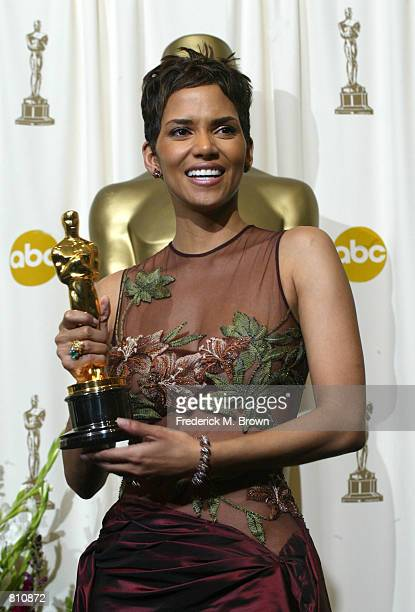 "Actress Halle Berry poses with her Best Actress in a Leading Role Oscar for ""Monster's Ball"" backstage during the 74th Annual Academy Awards March..."
