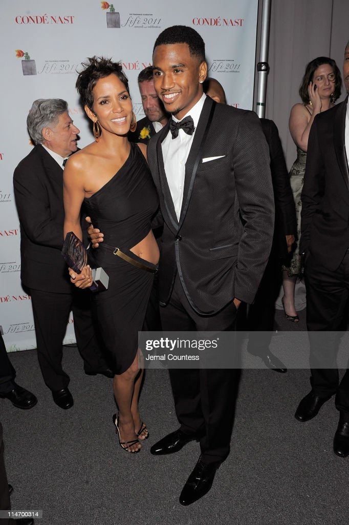 Actress Halle Berry (L) poses with singer Trey Songz backstage at the 2011 FiFi Awards at The Tent at Lincoln Center on May 25, 2011 in New York City.