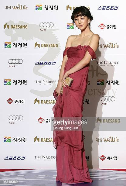 Actress Han Ye-Seul arrives for the 30th Blue Dragon Film Awards at the Korean Broadcasting System on December 2, 2009 in Seoul, South Korea.