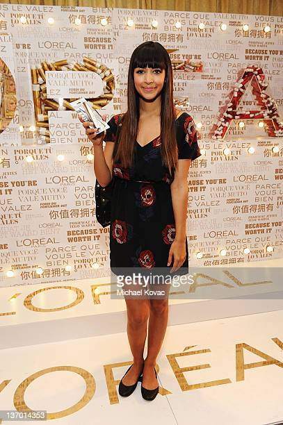 Actress Hannah Simone attends the HBO Luxury Lounge Featuring L'Oreal Paris And New Era Cap Day 1 at Four Seasons Hotel Los Angeles on January 14...
