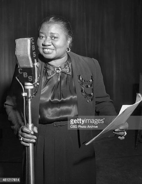 Actress Hattie McDaniel performs on her CBS radio program 'THE BEULAH SHOW' on November 11 in Los Angeles California