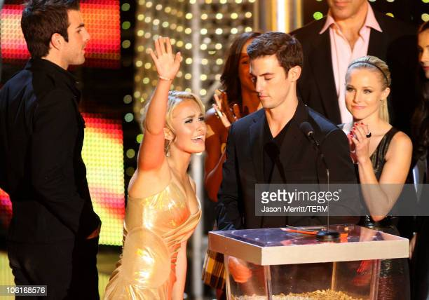 Actress Hayden Panettiere actor Zachary Quinto actor Milo Ventimiglia and actress Kristen Bell accept the award for Best TV Show during the 2007...