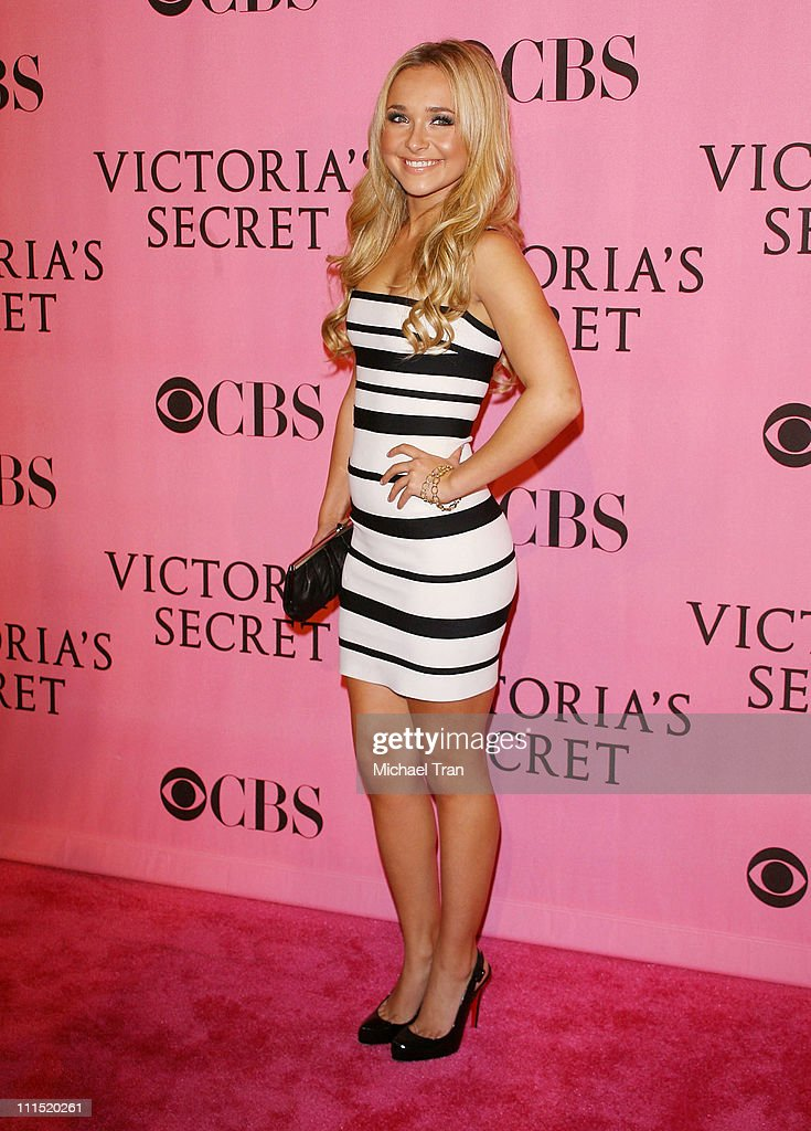 Actress Hayden Panettiere arrives at The 2007 Victoria's Secret Fashion Show held at Kodak Theater on November 15, 2007 in Hollywood, California.