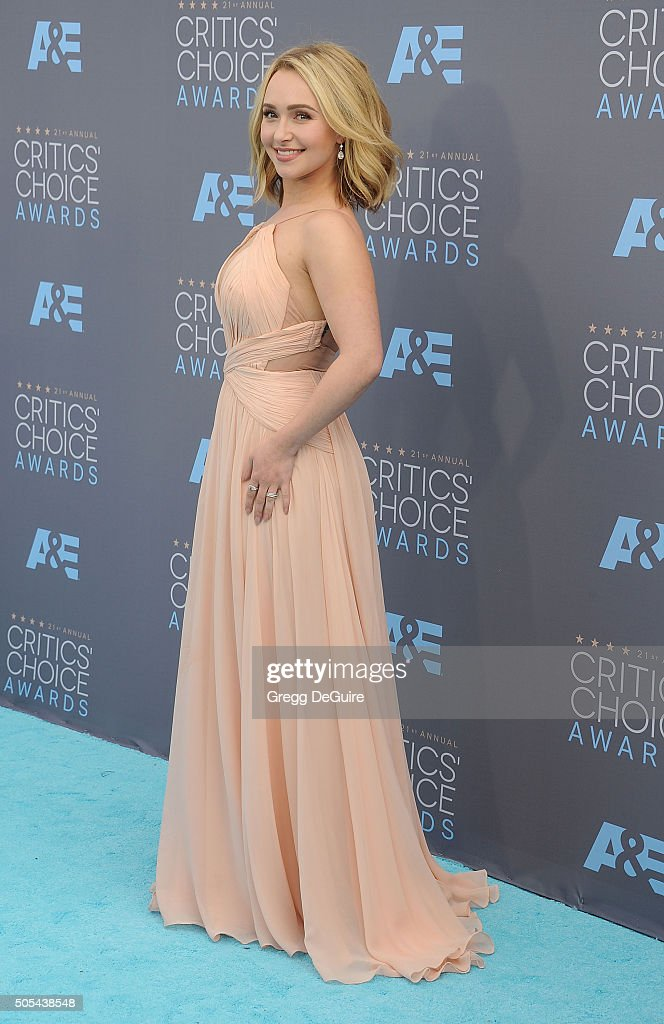 Actress Hayden Panettiere arrives at the 21st Annual Critics' Choice Awards at Barker Hangar on January 17, 2016 in Santa Monica, California.
