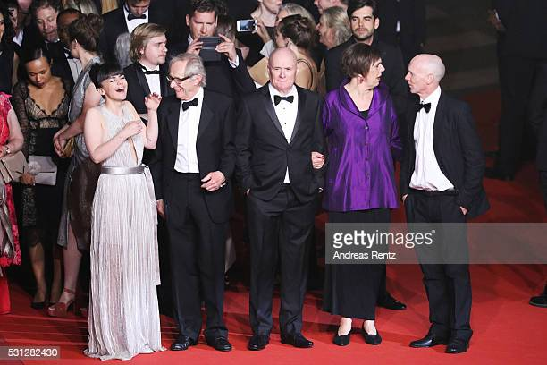 Actress Hayley Squires director Ken Loach Actor Dave Johns actress Rebecca O'Brien and actor Paul Laverty attend the 'I Daniel Blake' premiere during...