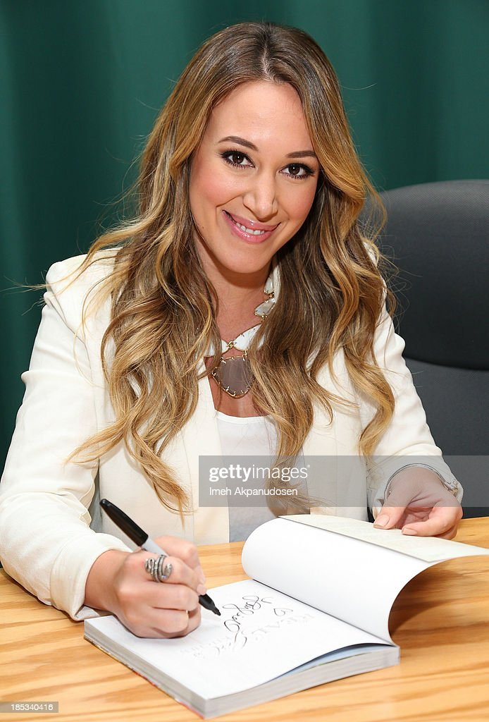 actress haylie duff signs copies of her new book the real girls kitchen - Real Girls Kitchen