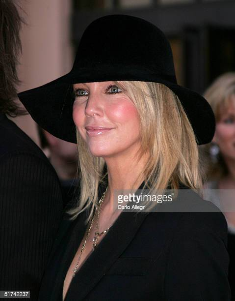 Actress Heather Locklear arrives to the 32nd Annual American Music Awards at the Shrine Auditorium November 14 2004 in Los Angeles California