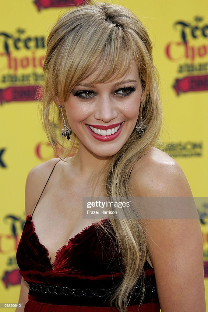 Actress Hilary Duff arrives at the 2005 Teen Choice Awards held at Gibson Amphitheatre at Universal CityWalk on August 14, 2005 in Universal City, California.