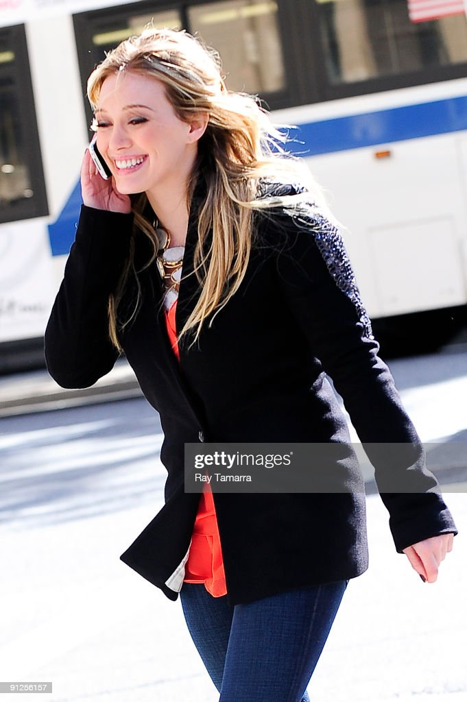Actress Hilary Duff walks to the 'Gossip Girl' movie set in Chelsea on September 29, 2009 in New York City.