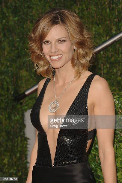 Actress Hilary Swank arrives at the 2010 Vanity Fair Oscar Party hosted by Graydon Carter held at Sunset Tower on March 7, 2010 in West Hollywood,...