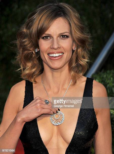 Actress Hilary Swank arrives at the 2010 Vanity Fair Oscar Party Hosted By Graydon Carter at Sunset Tower on March 7 2010 in West Hollywood California