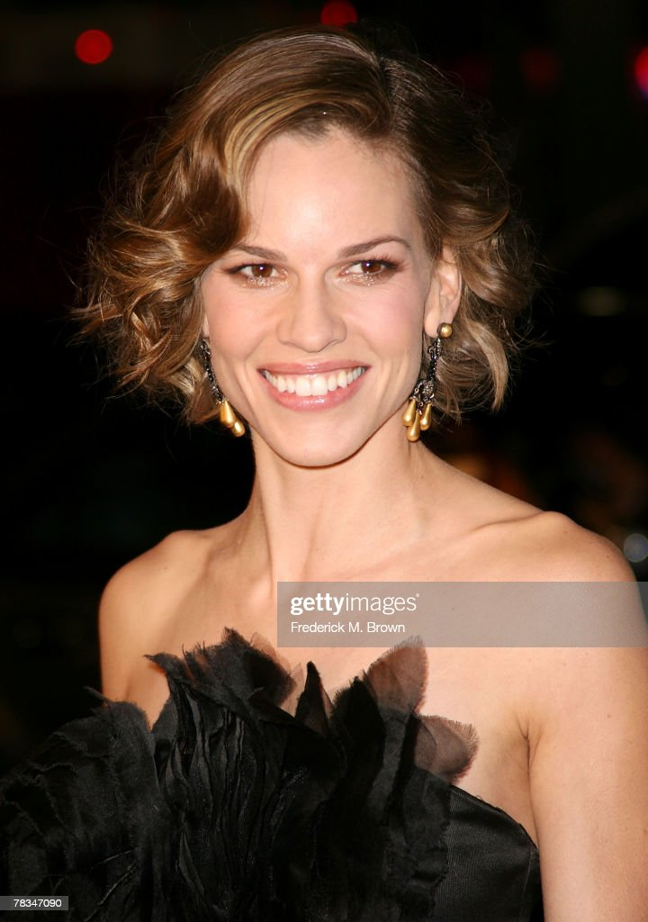 Actress Hilary Swank attends the Warner Bros.' film premiere of 'P.S. I Love You' at Grauman's Chinese Theatre on December 9, 2007 in Hollywood, California.