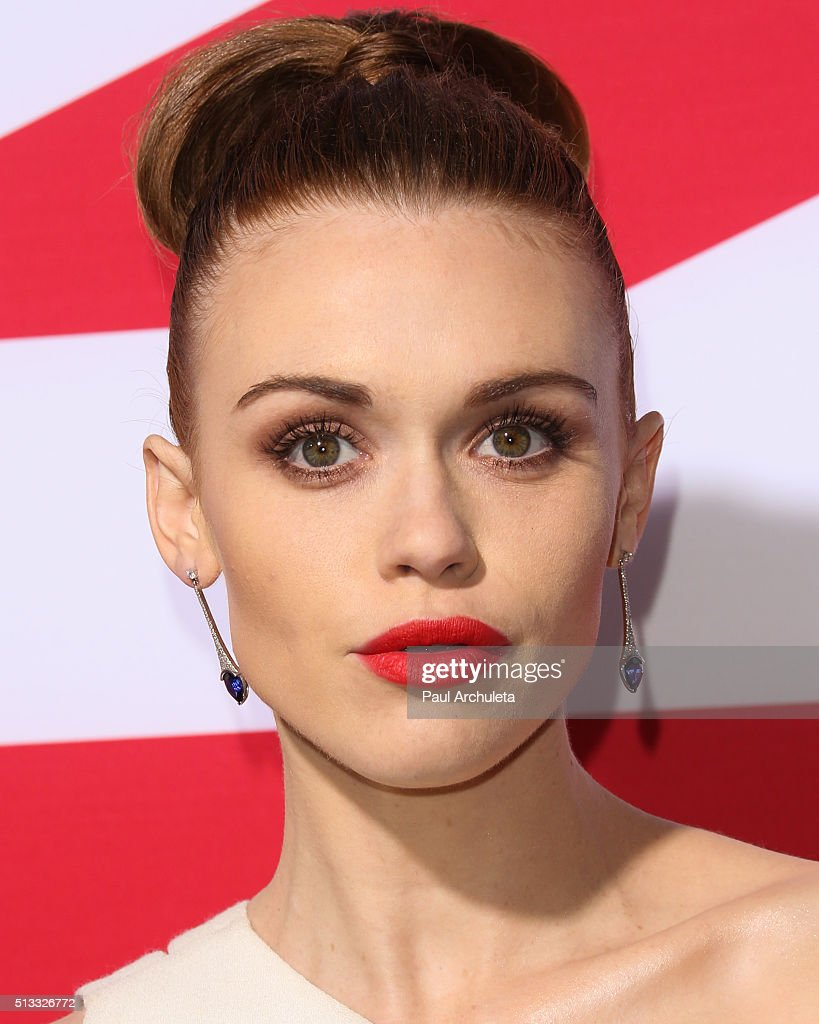 Actress Holland Roden attends the premiere of 'London Has Fallen' at ArcLight Cinemas Cinerama Dome on March 1, 2016 in Hollywood, California.