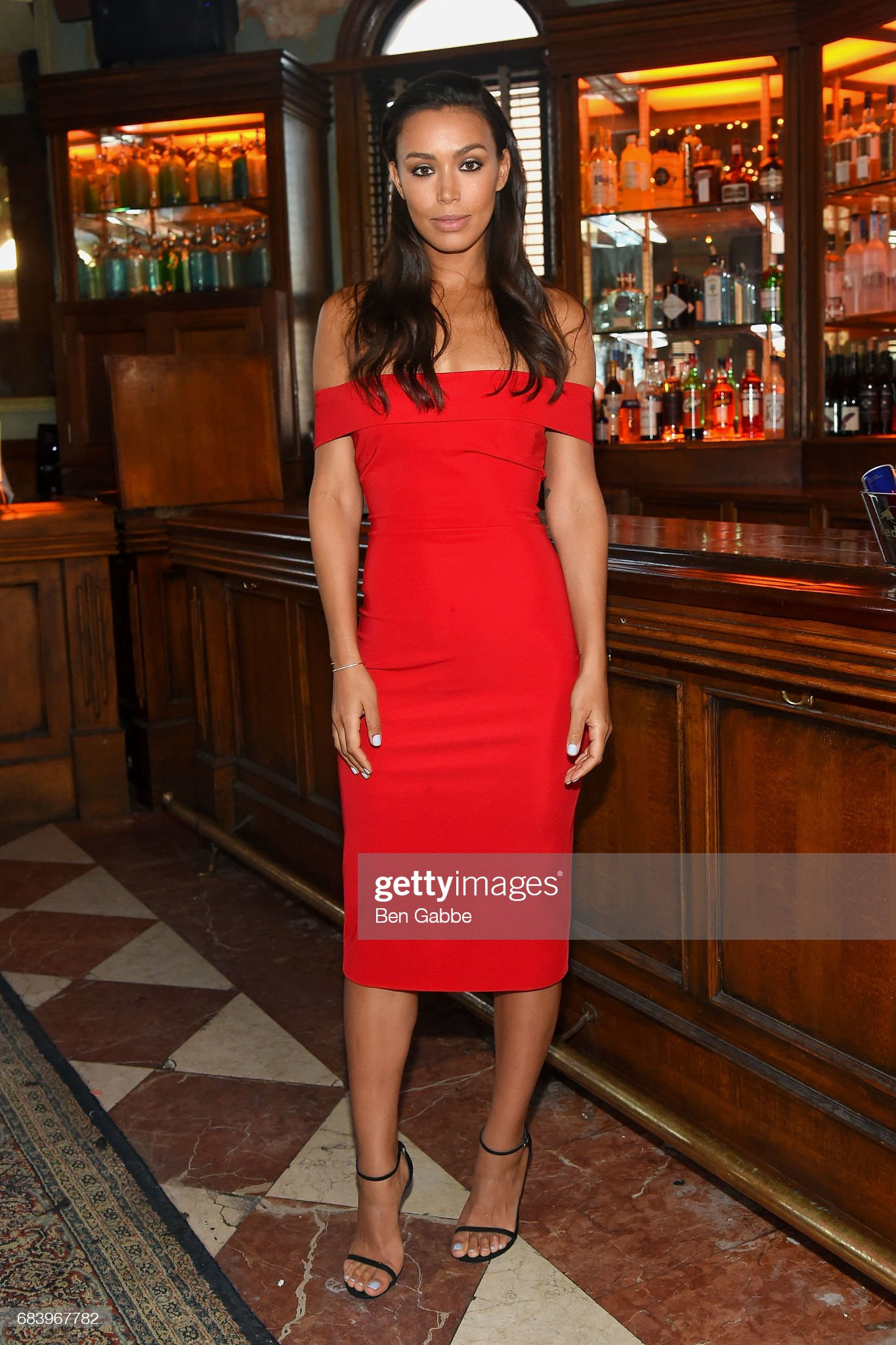 ¿Cuánto mide Ilfenesh Hadera? - Real height Actress-ilfenesh-hadera-attends-the-gersh-upfronts-party-at-the-jane-picture-id683967782?s=2048x2048