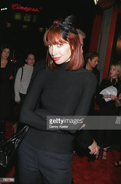 Actress Illeana Douglas shows off her 'bird' at the premiere of 'Book Of Shadows Blair Witch 2' October 23 2000 in Hollywood CA