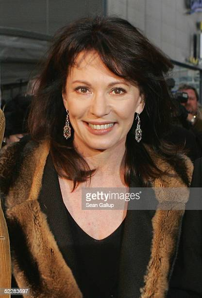 """Actress Iris Berben arrives at the German premiere of """"Racing Stripes"""" on March 6, 2005 in Berlin, Germany."""