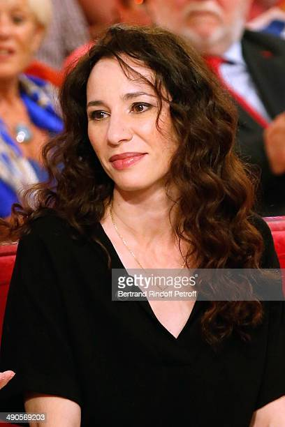 Actress Isabelle Le Nouvel presents the theater play 'Big Apple' at the 'Vivement Dimanche' French TV show at Pavillon Gabriel on May 14 2014 in...