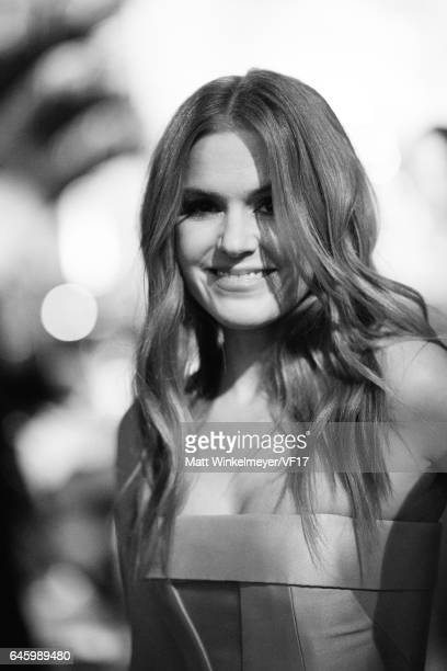 Actress Isla Fisher attends the 2017 Vanity Fair Oscar Party hosted by Graydon Carter at Wallis Annenberg Center for the Performing Arts on February...