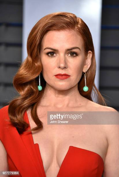 Actress Isla Fisher attends the 2018 Vanity Fair Oscar Party hosted by Radhika Jones at Wallis Annenberg Center for the Performing Arts on March 4...