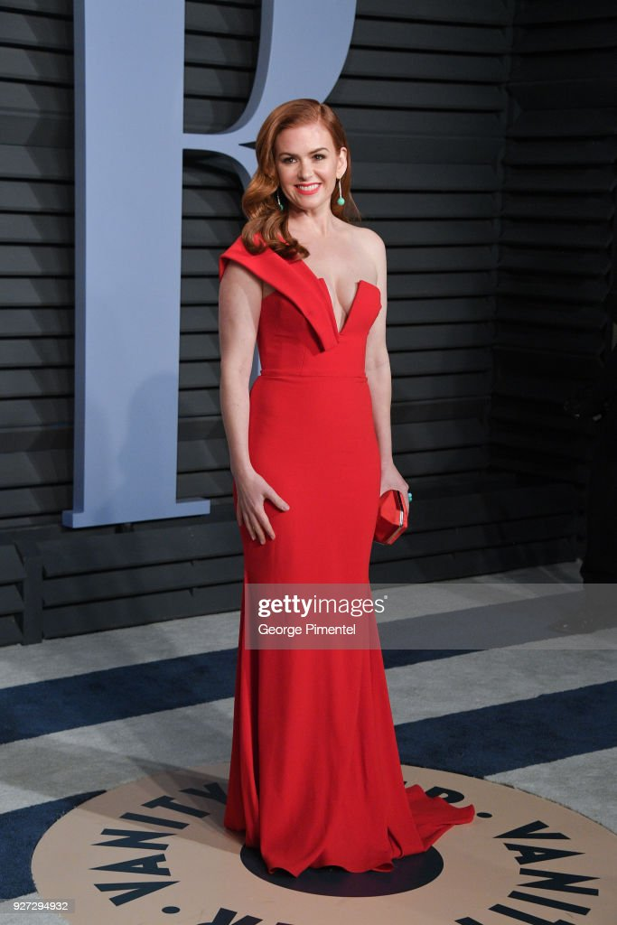 Actress Isla Fisher attends the 2018 Vanity Fair Oscar Party hosted by Radhika Jones at Wallis Annenberg Center for the Performing Arts on March 4, 2018 in Beverly Hills, California.