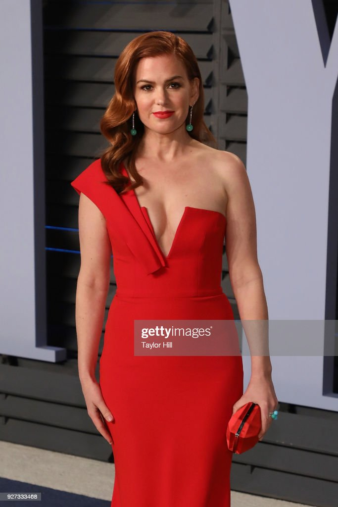 Actress Isla Fisher attends the 2018 Vanity Fair Oscar Party hosted by Radhika Jones at the Wallis Annenberg Center for the Performing Arts on March 4, 2018 in Beverly Hills, California.Photo by Taylor Hill/FilmMagic)
