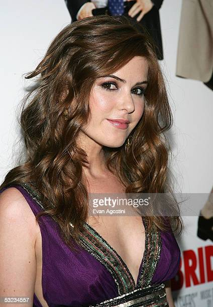 Actress Isla Fisher Attends The Premiere Of Wedding Crashers At Ziegfeld Theatre July