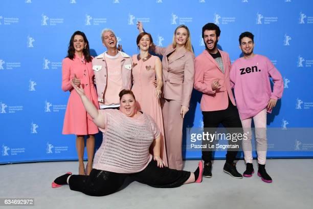 Actress Itziar Castro does the splits in front of actress Macarena Gomez film director Eduardo Casanova actress Ana Polvorosa producer Carolina Bang...