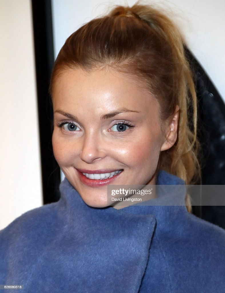 Actress Izabella Miko attends Artists with Animals at RonRobinson on November 29, 2016 in Santa Monica, California.