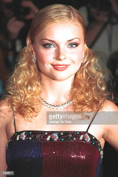 Actress Izabella Miko poses for photographers July 31, 2000 at the premiere of Coyote Ugly at the Ziegfeld Theatre in New York City.