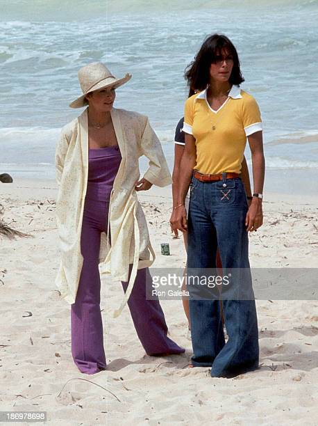 Actress Jaclyn Smith and actress Kate Jackson on the set of Charlie's Angels Season 2 Episode 1 Entitled Angels in Paradise on June 15 1977 at the...