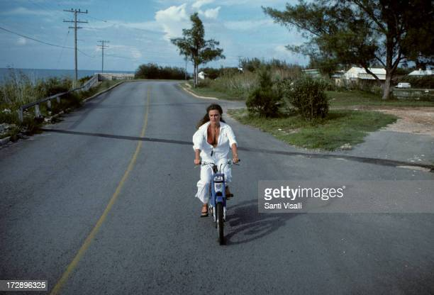 Actress Jacqueline Bisset riding a motorbike on November 51976 in Hamilton Bermuda