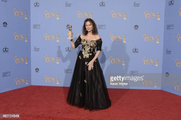 Actress Jacqueline Bisset winner of Best Supporting Actress in a Series Miniseries or Television Film for 'Dancing on the Edge' poses in the press...